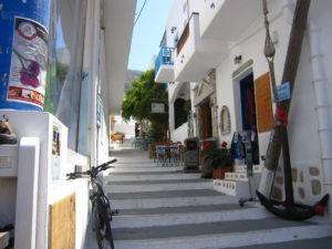 Amorgos; Seitengässchen in Aegiali