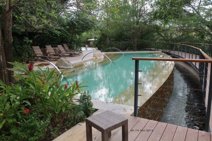 Pool mit warmem Quellwasser - ein Traum