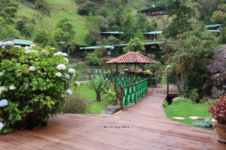 Die Lodge mit der schönen Gartenanlage